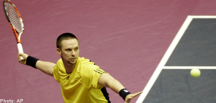 Söderling swings to victory in France