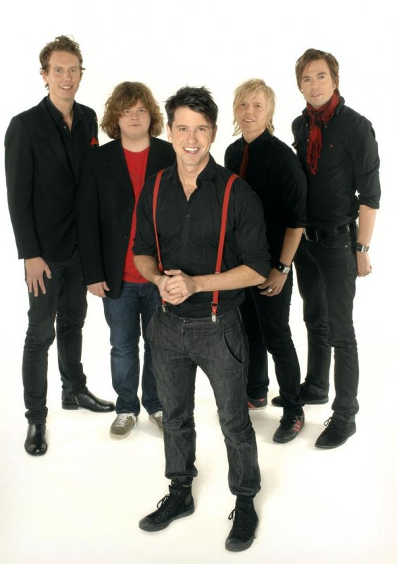 Lasse Lindh and his band