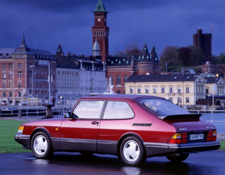 Saab 900 Turbo 16S<br>Manufactured in 1993Photo: GM