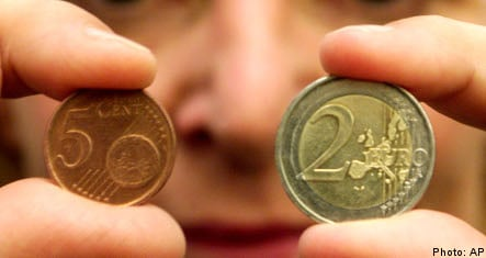 Swedes back move to euro: survey