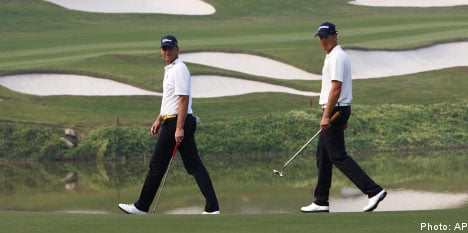 Flawless golf keeps Swedes in World Cup hunt