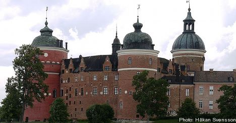 Visitors flock to Sweden's royal palaces