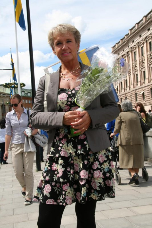 """Liselotte, Gothenburg<br>""""Today's my own anniversary. My husband and I got married 29 years ago today - exactly five years after the King and Queen. We came all the way from Gothenburg and we're going to celebrate with champagne when Victoria and Daniel leave the church.""""Photo: Anastasia Pirvu"""