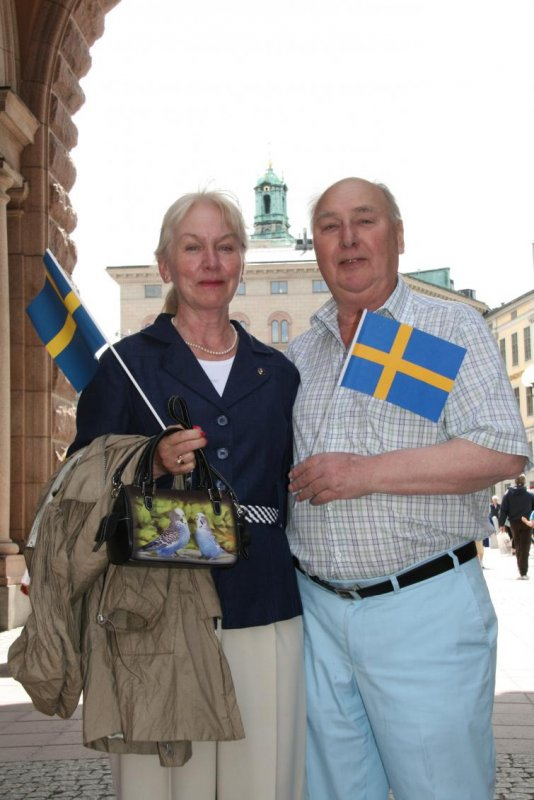 """Monica and Kjell, Stockholm<br>""""It's all really lovely. We're both royalists, and my wife is a long-time member of the Royalist Association,"""" says Kjell. """"We hope that this fantastic weather holds for the rest of the day.""""Photo: Anastasia Pirvu"""