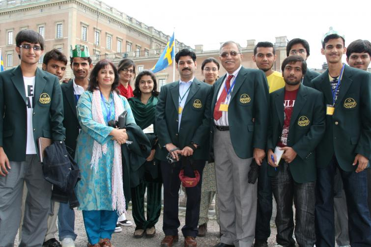"""Pakistan student association<br>The student group from Pakistan is visiting the UK, Netherlands and Sweden. """"We're most excited about Sweden because of the royal wedding, says the group leader.""""Photo: Anastasia Pirvu"""