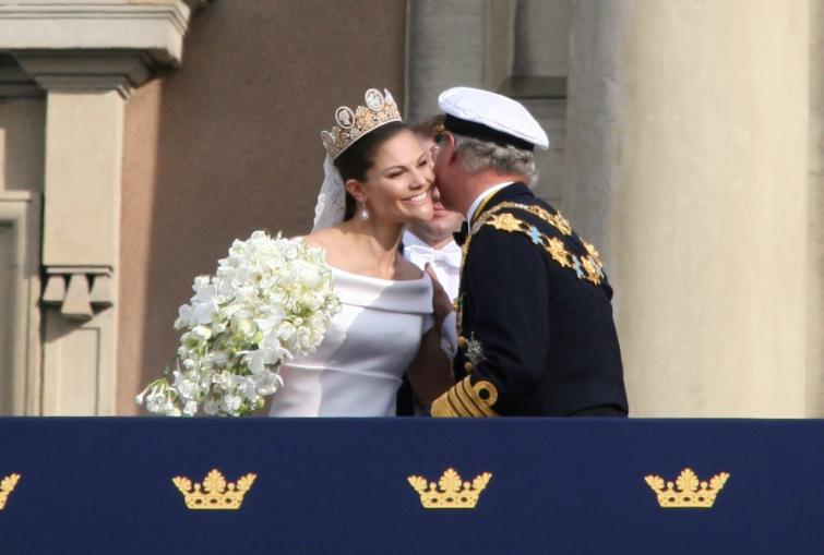 The Royal Palace<br>The King congratulates his daughter as Prince Daniel looks onPhoto: Anastasia Pirvu