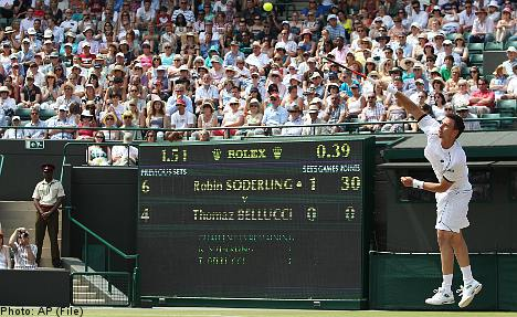 Söderling storms into last 16 at Wimbledon