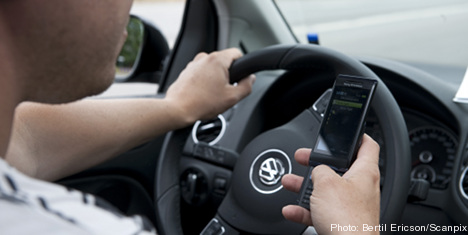 Half of Swedes text at the wheel: poll