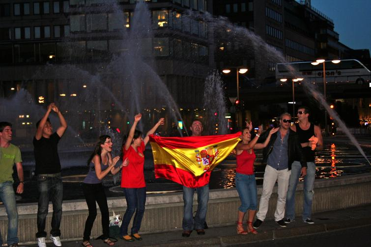 Sergels torg, Wednesday, July 7<br>The Spanish flag shimmers ahead of Spain's final matchup against the DutchPhoto: Emy Gelb