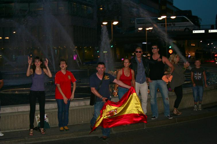 Sergels torg, Wednesday, July 7<br>Spanish fans show off their national pride and partying ways after their victory against the GermansPhoto: Emy Gelb