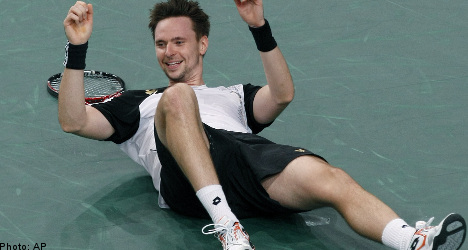 Söderling wins first Masters title over Monfils