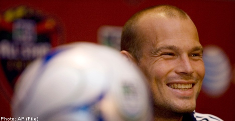 Ljungberg signs with Scotland's Celtic