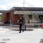 Police face machine gun fire in bank robbery