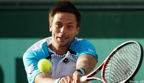 Söderling powers into French Open 4th round