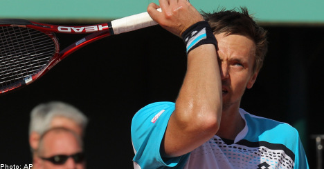 Söderling sent crashing out of French Open by Nadal