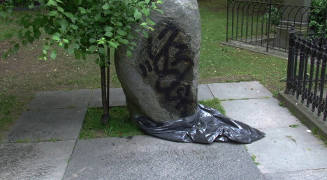 Olof Palme's grave desecrated by vandals