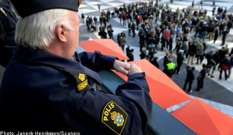 Swedish cops march in low-wage protest