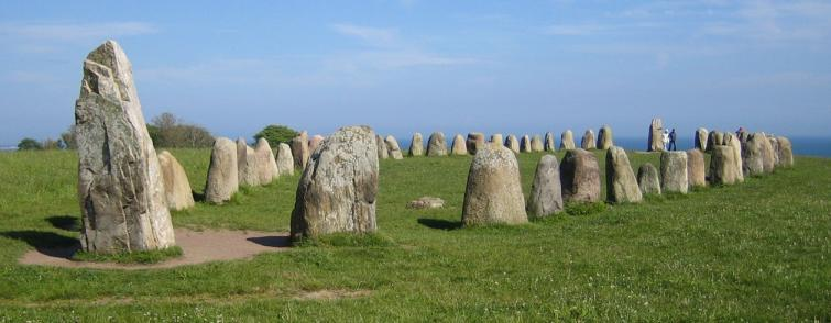 Ales stenar<br>Near the village of Kåseberga in southern Sweden, visitors come to get a glimpse of a fascinating megalithic creation called a skeppssättning (ship setting). The monument consists of 59 large boulders weighing up to 2 tonnes each, and they are placed in the shape of a ship, more than 60 metres long. Monuments like this are generally accepted as a form of grave setting for important individuals, this one being named after late King Ale estimated to have lived about 1400 years ago.Photo: Fred J/Wiki