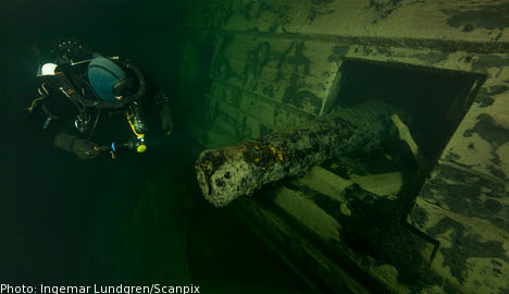 Divers in 'gigantic' 17th-century warship find