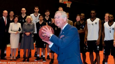 Prince Charles shoots hoops with Swedish PM