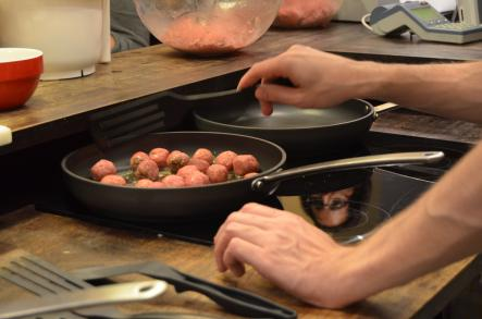 How to cook Swedish Meatballs<br>Step 6: Heat up some butter in the pan. With a gentle hand, try to keep the meatballs round while you are frying them.Photo: Susann Eberlein