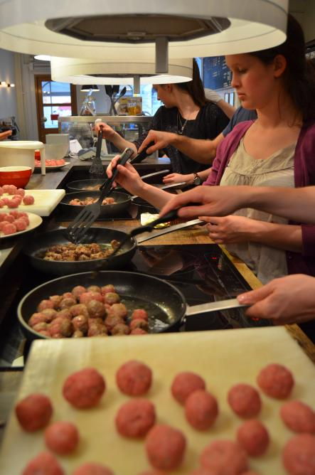 How to cook Swedish Meatballs<br>It's cooking time! The new Köttbullar-chefs are doing their best to get a delicious meal on the plate.Photo: Susann Eberlein