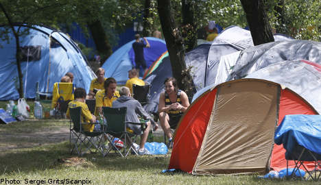 Swedish fans brave stark conditions for Euro 2012