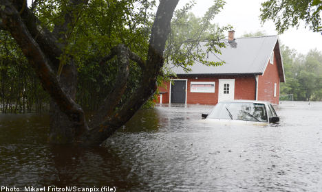 Rescue workers fight rising flood levels