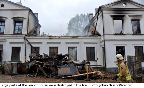 Dogs save couple from burning country manor
