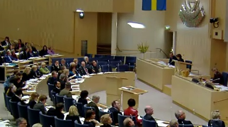 'Ban dual citizens from serving in the Riksdag'