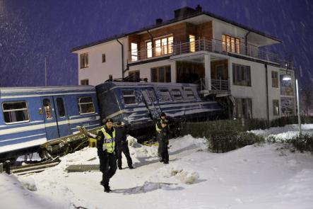 A cleaning lady managed to commandeer a Stockholm-area tram early Tuesday morning, eventually crashing it into a house in the upscale suburb of Saltsjöbaden.Photo: Jonas Ekströmer/Scanpix