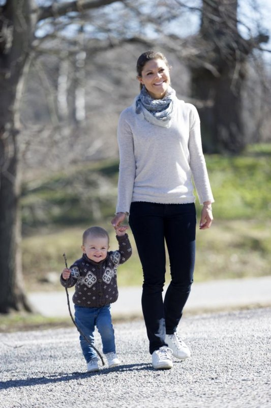 Princess Estelle and her mother, Crown Princess Victoria, enjoying a spring day in the sunPhoto: Kate Gabor/Kungahuset.se