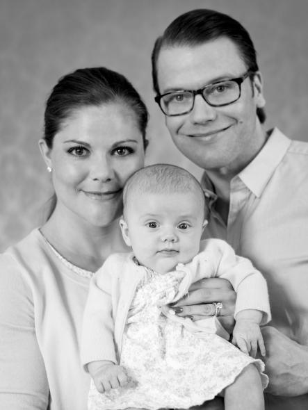 The Crown Princess family<br>The new family together for an updated picturePhoto: Photo: Kungahuset.se