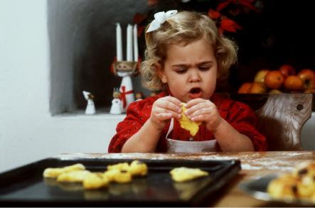 The princess and the cookie; Madeleine baking for Christmas in 1984.Photo: Anders Holmström/SCANPIX