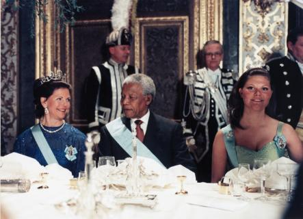The Queen, The Teacher, The Princess<br>Queen Silvia and Crown Princess Victoria dine with Madiba, the South African nickname for Mandela which means teacher. Photo: Leif R. Jansson/Scanpix