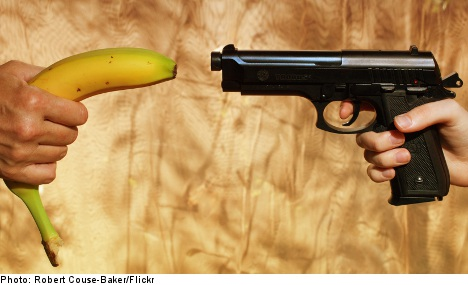 Secret service reacts to banana 'attack' on PM