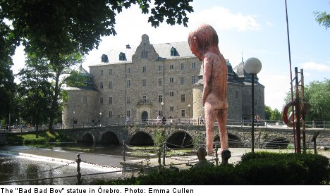 Naked peeing giant statue divides locals