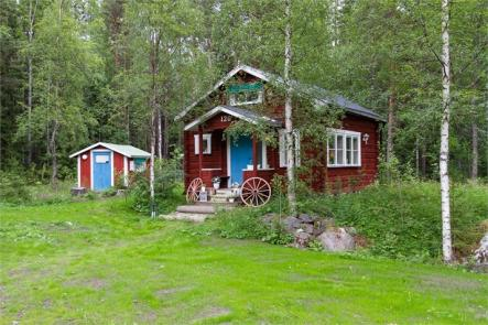 Paul Harris @pathrs: Outside Östersund in Jämtland County<br>This completely refurbished house is surrounded by nature.Photo: Fastighetsbyrån