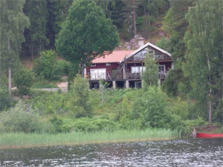 Richard Owen @rbowenrb: I've had the best #summer holidays ever staying at my wife's family summer house by Lake #Sommen near #Tranås #Sweden<br>This house near Tranås sits right on Lake Sommen.Photo: Fastighetsbyrån