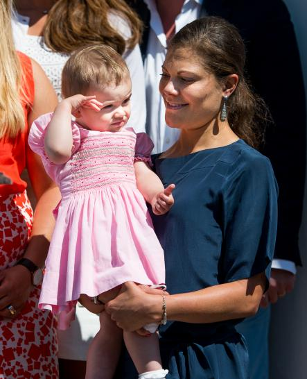 Princess Estelle in the arms of Crown Princess Victoria at Sollidenvägen with the royal family.Photo: Patric Söderström/Scanpix