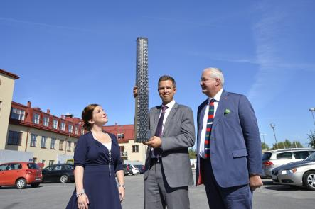 Stockholm mayor Sten Nordin and colleagues with the modelPhoto: Henrik Montgomery/Scanpix