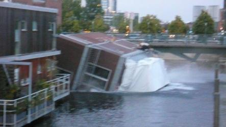 """The house boat hits the water. """"We're really relieved to hear that all aboard are accounted for and alive,"""" Maly told The Local.Photo: Igor Maly"""