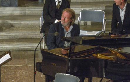 Benny Andersson was one of several Swedish artists who performed during the service.Photo: Bertil Enevåg Ericson/SCANPIX