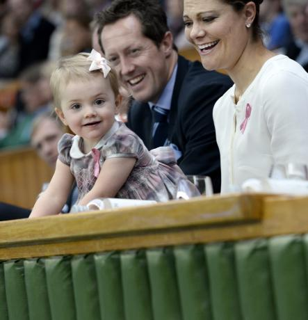 The Swedish royal family, including enthusiastic Princess Estelle, attended the double final on Sunday.Photo: Pontus Lundahl/TT