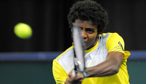 Young Swede nets win in Davis Cup thriller