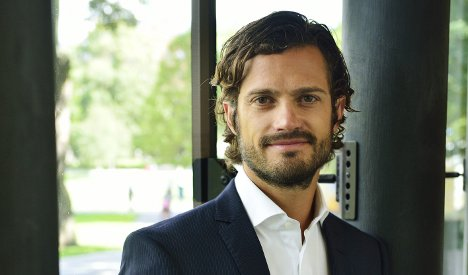 Swedish prince hit by Stockholm bus