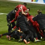 Surprisingly, despite the pain, Ronaldo managed to bear his entire team on his body after his hat trick was complete. The Swedish crowd was unimpressed, although Zlatan did offer a round of applause. In any case, it was enough to win the game for Portugal. Photo: TT