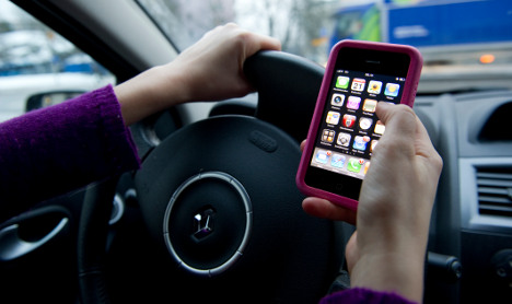 Sweden launches new 'texting at the wheel' law