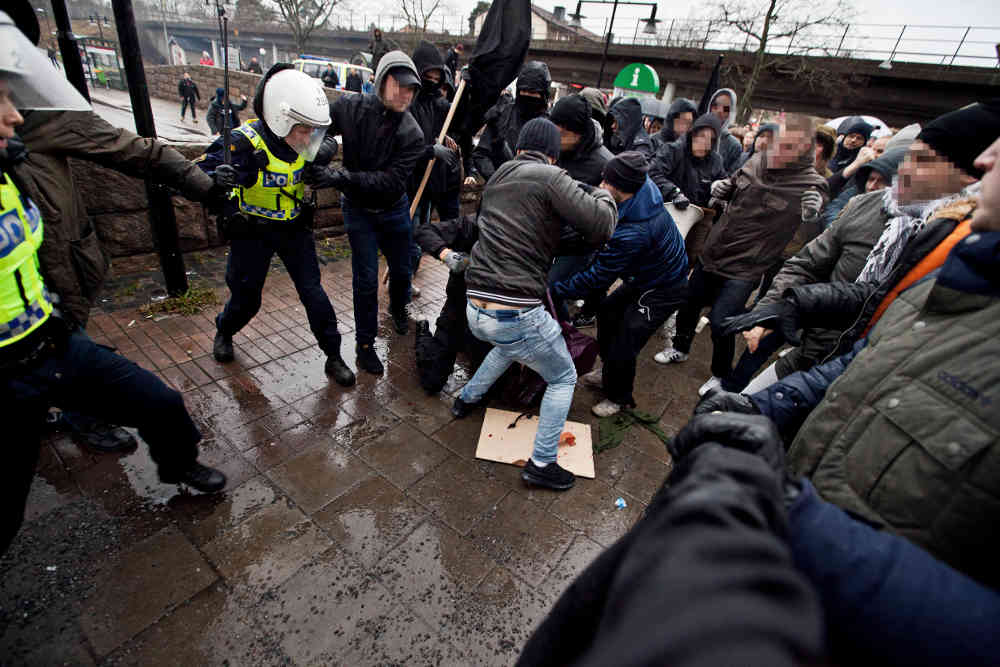 Swedish neo-Nazis attack families peacefully protesting racism