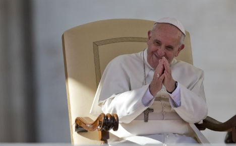 Pope praises Sweden for 'open' refugee policy
